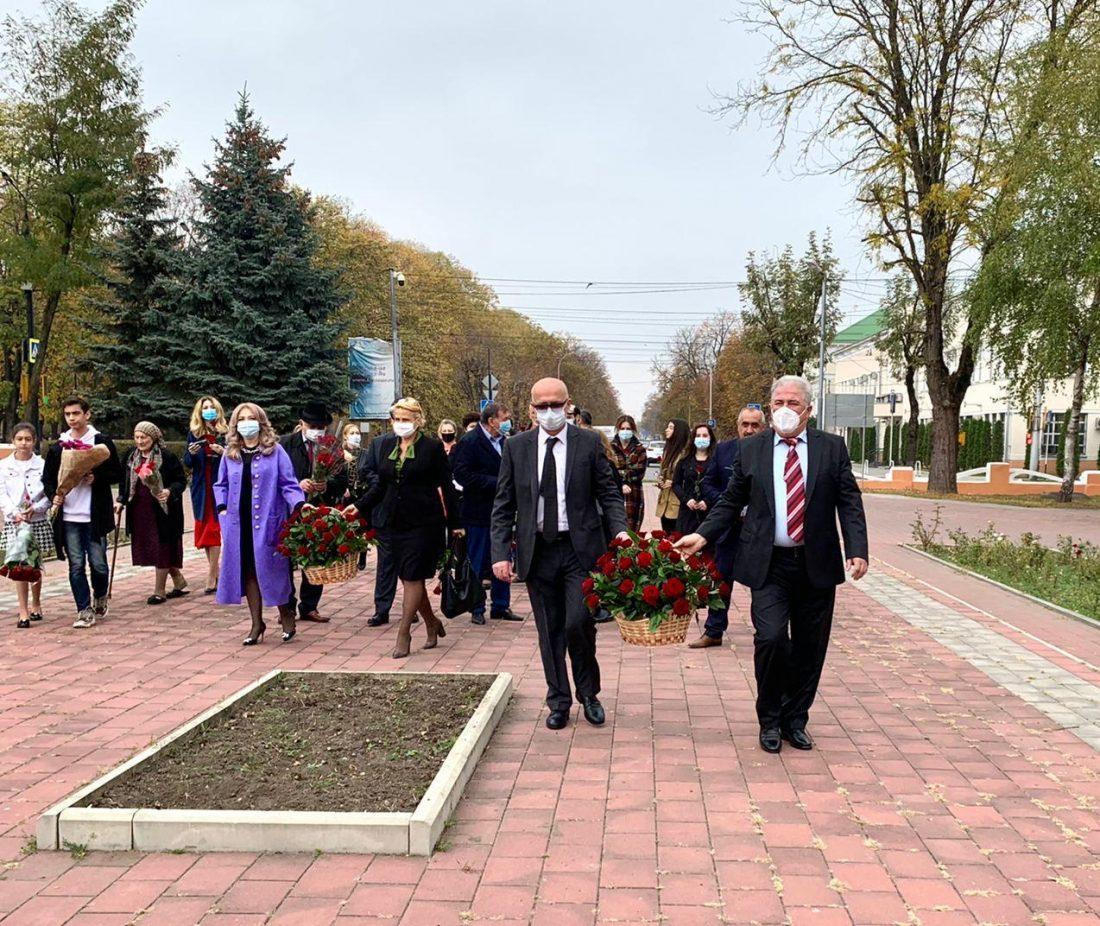 Церемония возложения цветов состоялась в честь 120-й годовщины со дня рождения Али Шогенцукова
